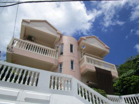 世界遺産に見守られている売外人住宅