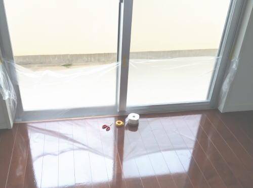 布テープ付養生シートを使った雨水の吹込み防止方法