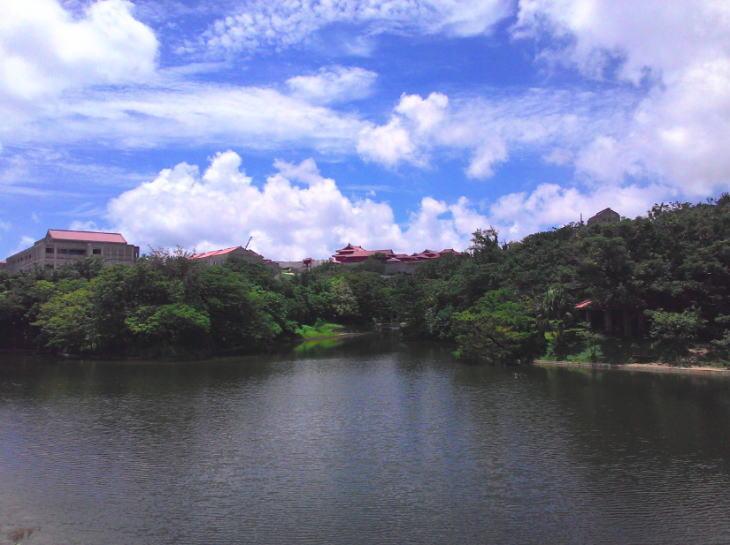 首里城と龍潭池