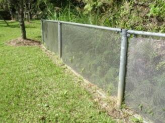 ハブ侵入防止のフェンス