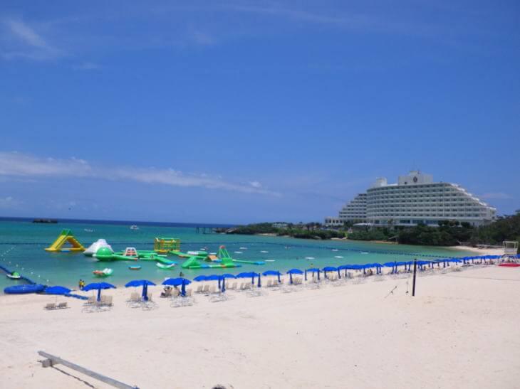 沖縄の万座ビーチ